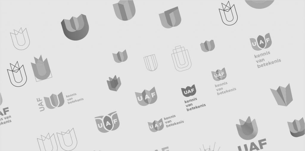 De schetsen van het logo laten iets zien van het design proces